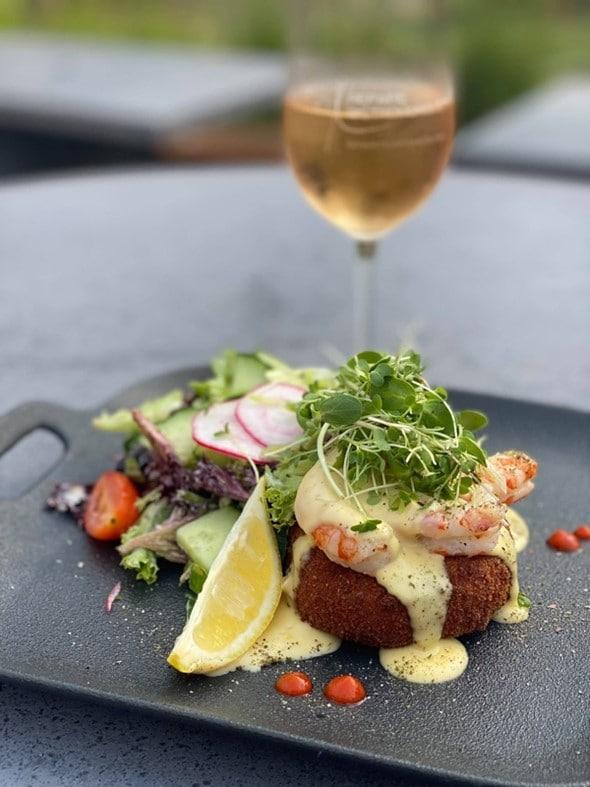 Les meilleures restaurants du Saguenay sont accessible à partir de l'Hotel Le Montagnais.