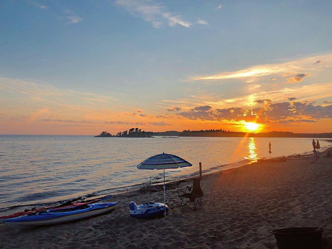 les plages du saguenay lac-saint-jean sont tous accessibles à partir de l'Hotel le Montagnais